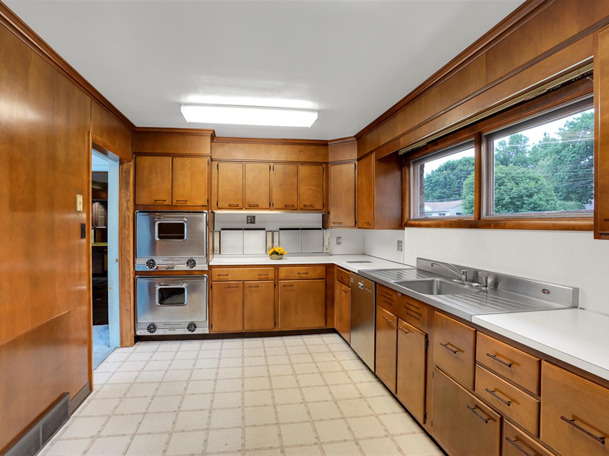 964 Reber St - Kitchen
