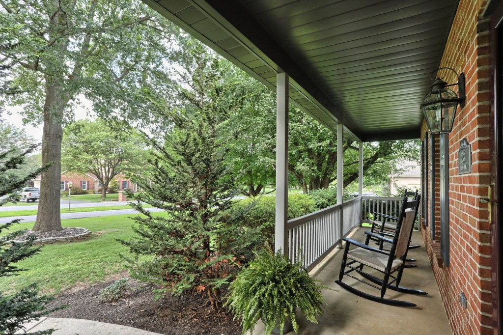 233 Troon Way - Front Porch