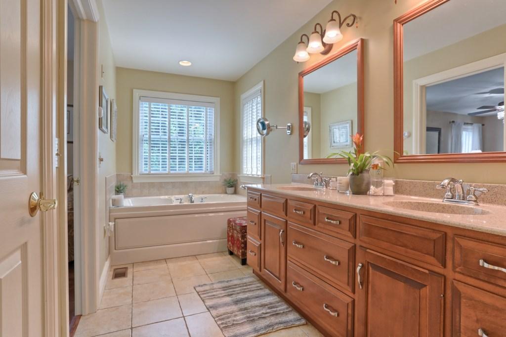 233 Troon Way - Master Bathroom