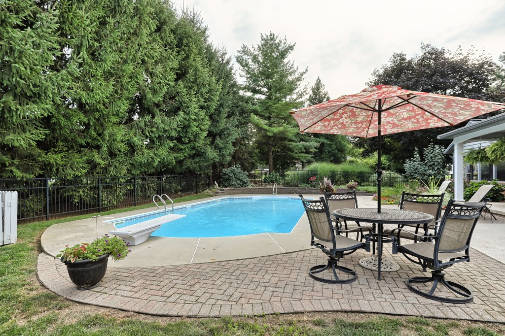 233 Troon Way - pool with diving board