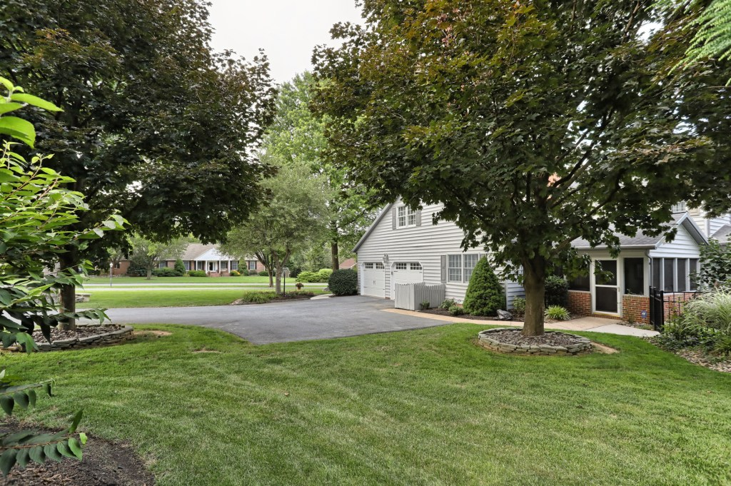 233 Troon Way - side yard