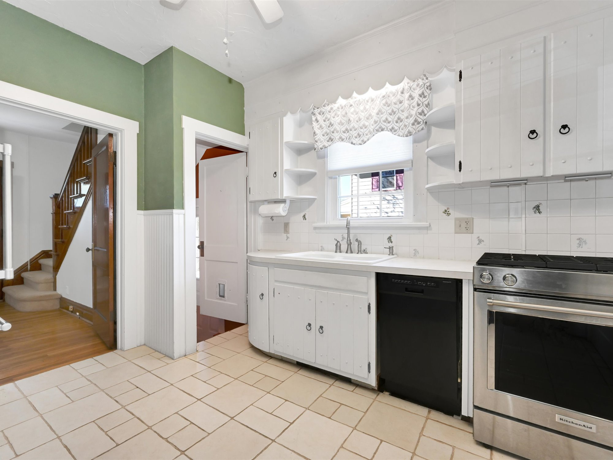 111 Pine Street - kitchen