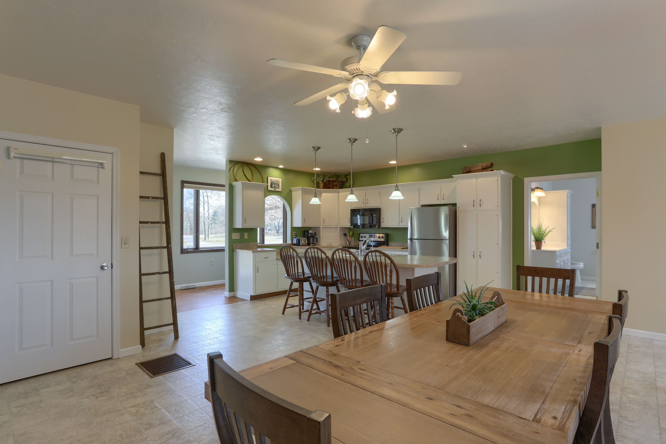 285 Strack Drive - large kitchen with eat-in area