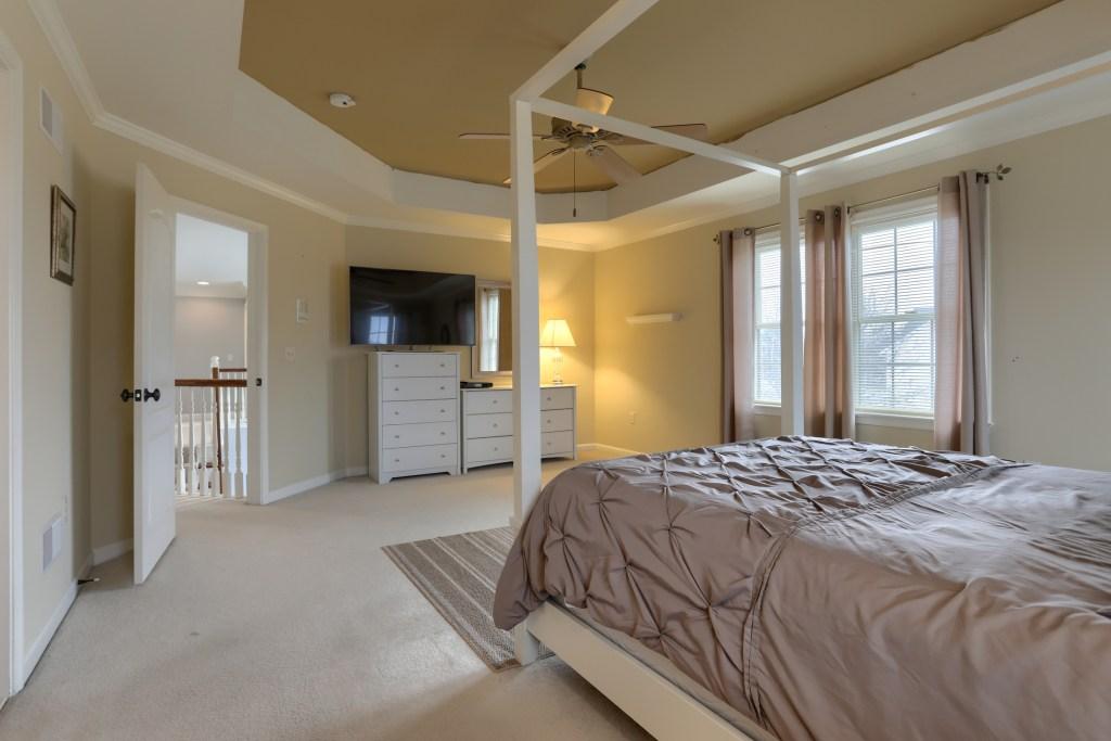 2000 mallard lane - primary bedroom