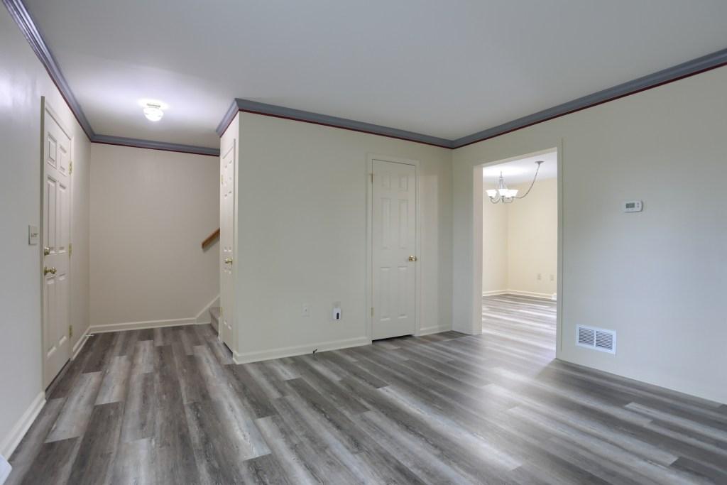 25 Tiffany Lane - living room