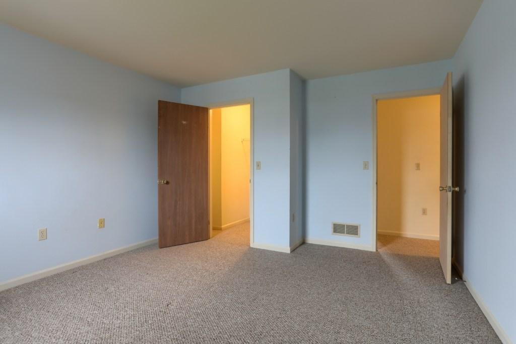 2158 Walnut Street - main bedroom with walk in closet