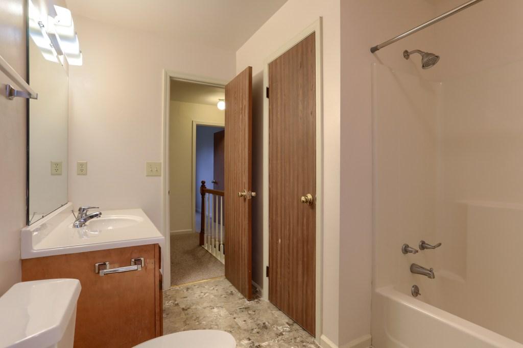 2158 Walnut Street - full bathroom in convenient townhome
