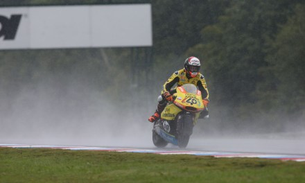 Rins suma su sexto podio de la temporada tras una gran remontada