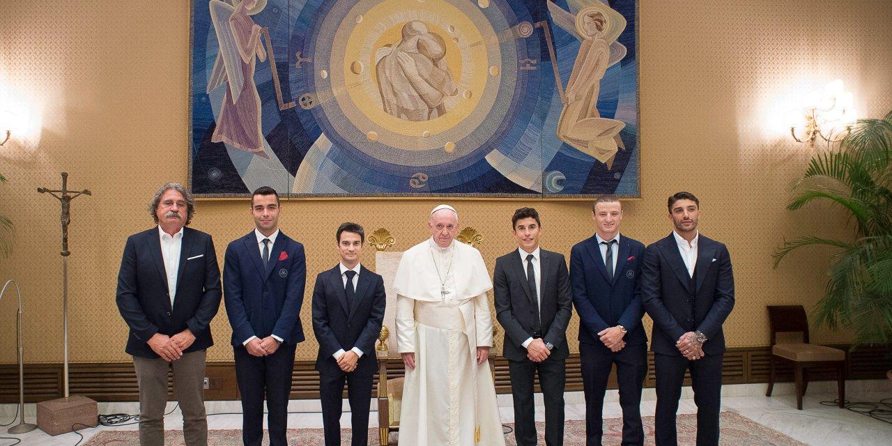 Pilotos de MotoGP ™ se encuentran con el Papa Francisco en el Vaticano