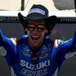 Rins hace historia en Austin y gana por delante de Rossi