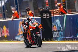 Binder gana una mágica carrera de MotoGP en la República Checa con KTM