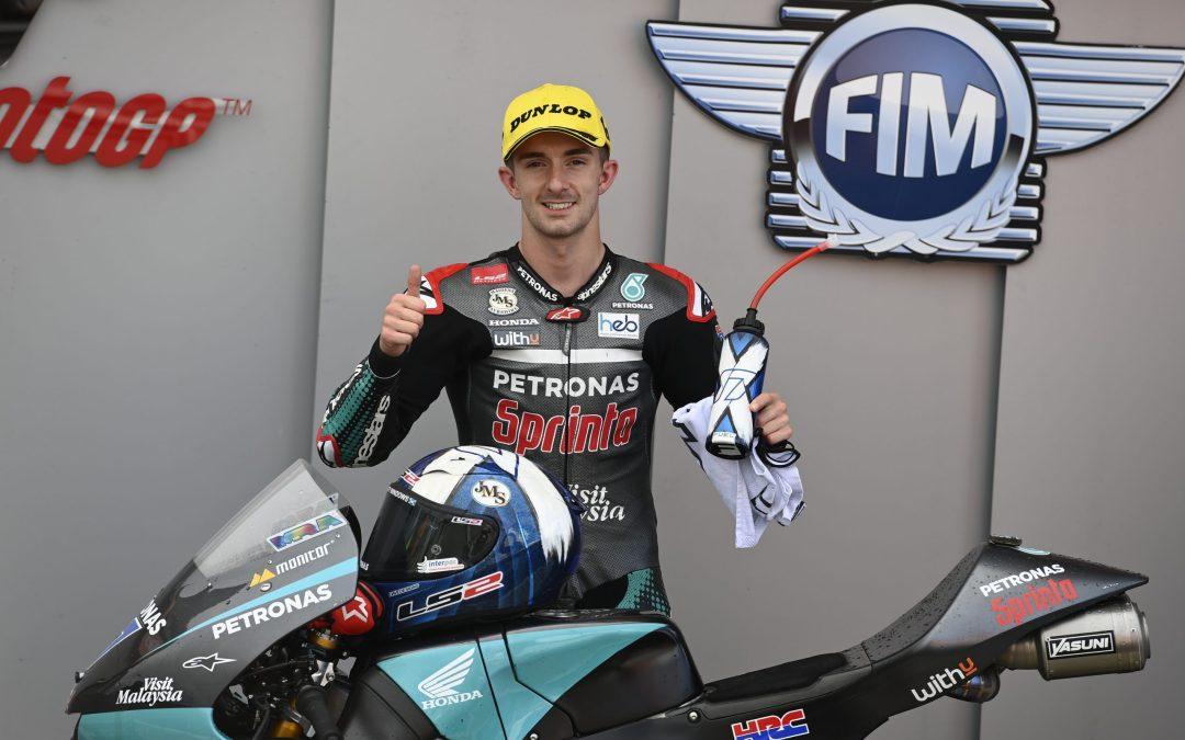 McPhee domina la lluvia para hacerse con la pole de Moto3 en Valencia