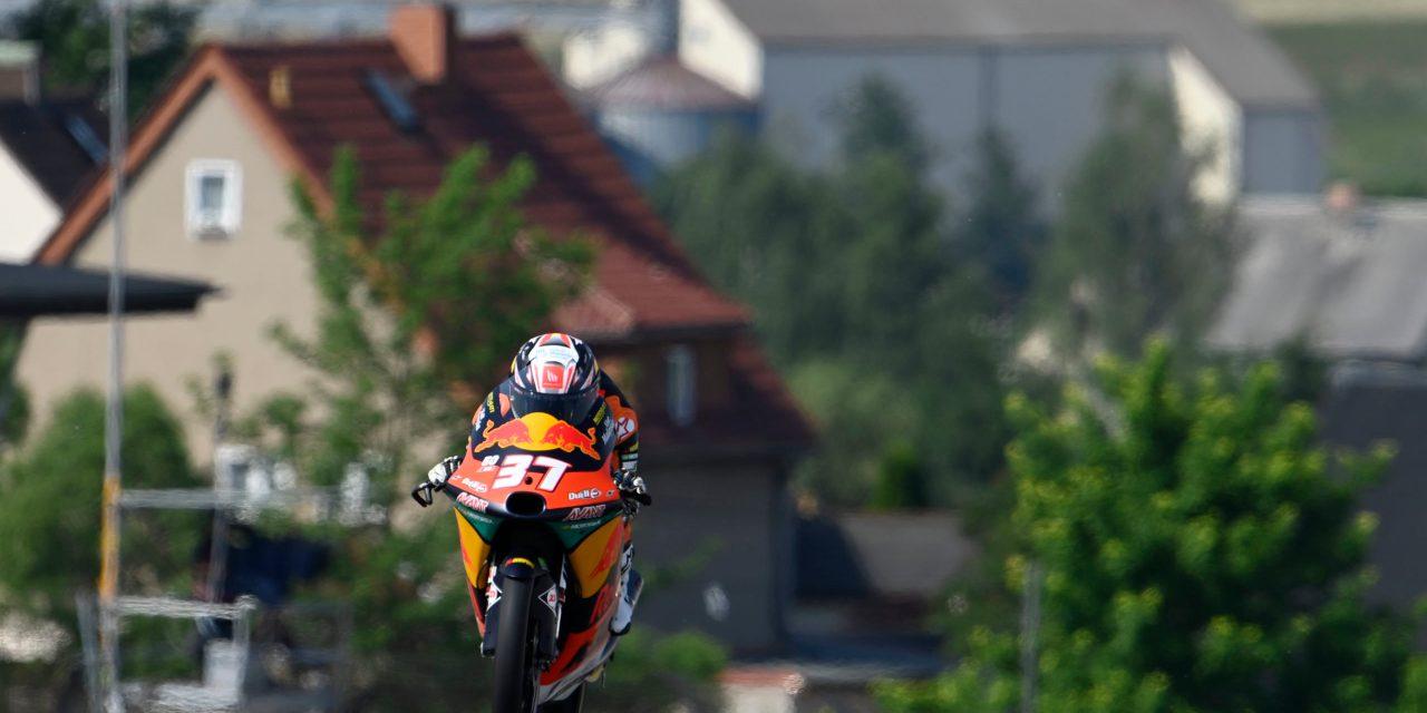 Carrera de vértigo en Moto3 Sachsenring con victoria para el líder Pedro Acosta