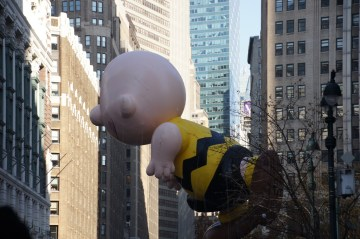 Macy's Thanksgiving Parade mit Charley Brown