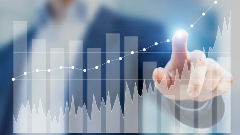 hand and graph data center market growth