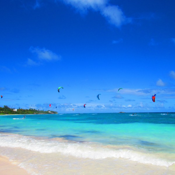kite surfers in Antigua with beautiful blue water