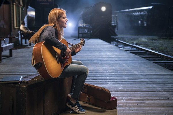 Bella Thorne playing guitar. - Midnight Sun 2018