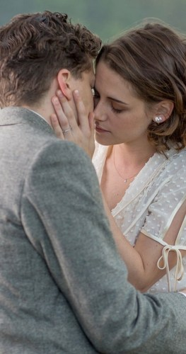 Cafe Society-Jesse Eisenberg And Kristen Stewart kissing