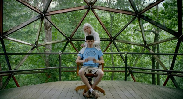 Ellen Burstyn And Asa Butterfield The House Of Tomorrow
