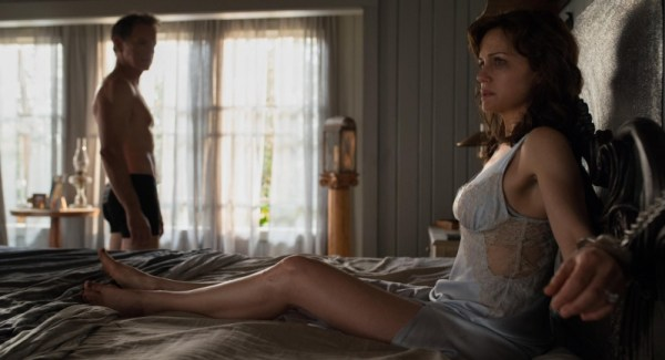 Gerarld's Game Movie Official Picture Carla Gugino And Bruce Greenwood