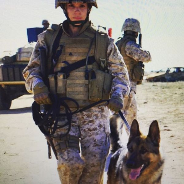 Kate Mara And Dog - Megan Leavey Movie
