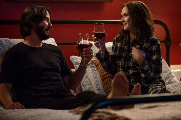 Keanu Reeves and Winona Ryder in the movie Destination Wedding (2018)