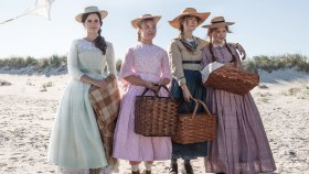 Little Women Movie - The March Sisters Picnicking On The Beach. From Left To Right Emma Watson As Meg, Florence Pugh As Amy, Saoirse Ronan As Jo, And Eliza Scanlen As Beth