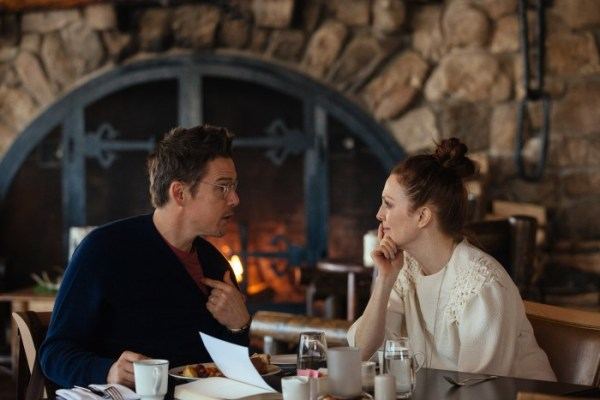 Maggie's Plan Movie - Julianne Moore and Ethan Hawke