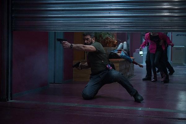Security Movie - Antonio Banderas vs Cung Le