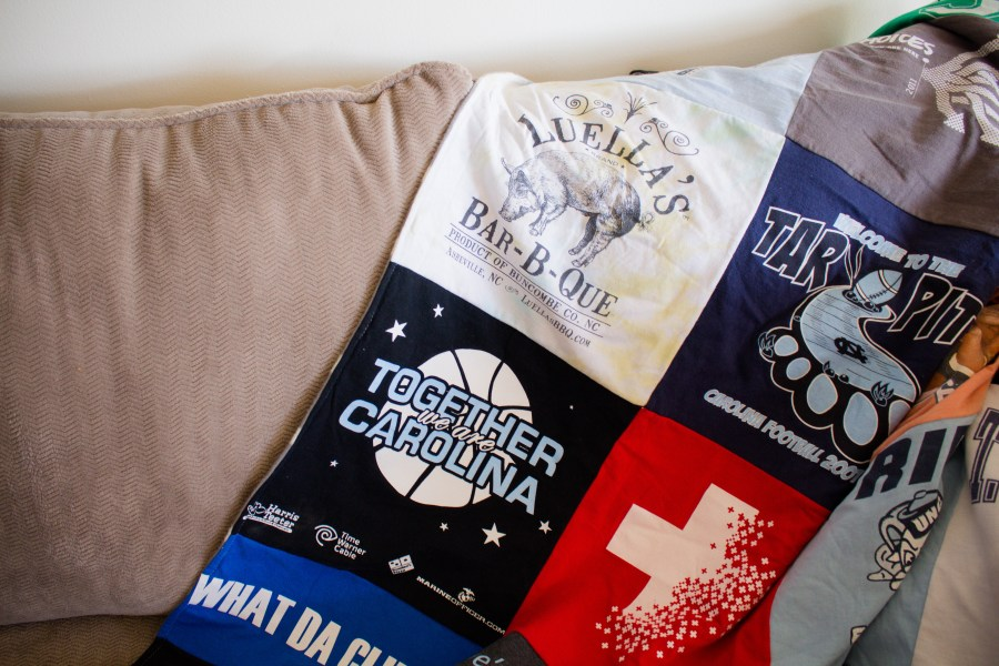 How to make your own t-shirt blanket DIY   Teaspoon of Nose