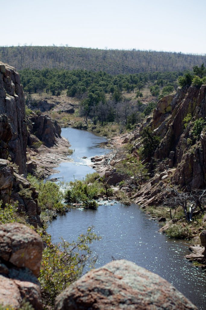 Secret Oklahoma hiking spots are the best! Check out the Wichita Mountains Wildlife Refuge for Oklahoma's biggest gorge and beautiful scenery. | Teaspoon of Nose