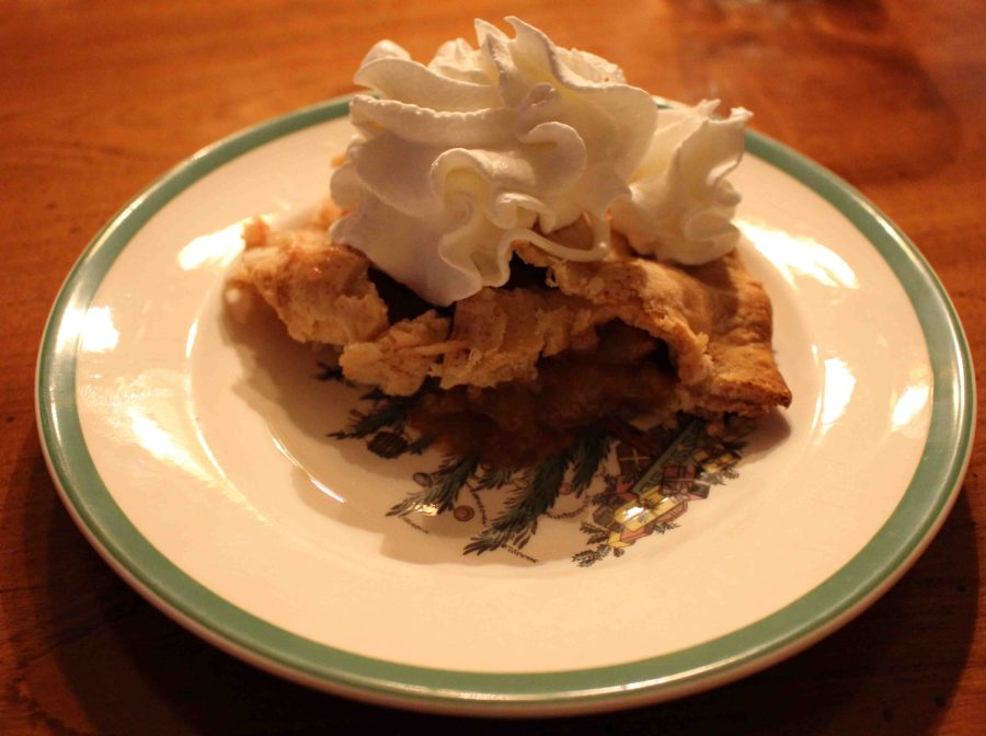 Nothing says the holidays like classic apple pie! | Teaspoon of Nose