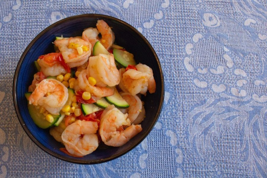 With shrimp, corn, zucchini and corn, this summer shrimp stir fry is the most summertime dish ever! | Teaspoon of Nose
