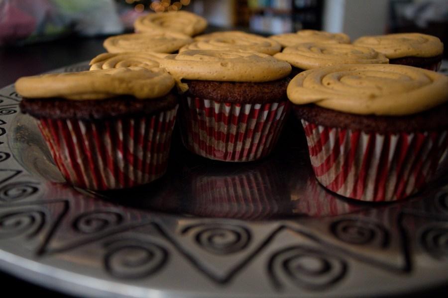 A fun twist on a festive classic: gingerbread cupcakes! | Teaspoon of Nose