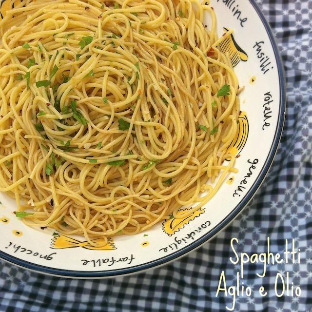 Spaghetti Aglio e Olio | Teaspoonofspice.com