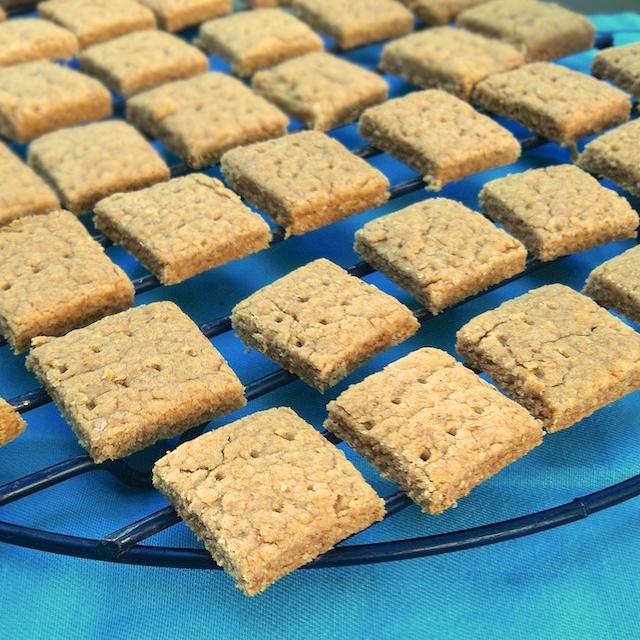 Peanut Butter Sandwich Graham Crackers | Teaspoonofspice.com