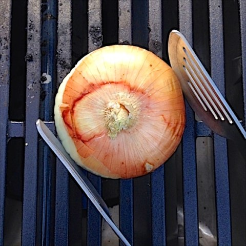 #HealthyKitchenHacks: How to Clean Your Grill with an Onion