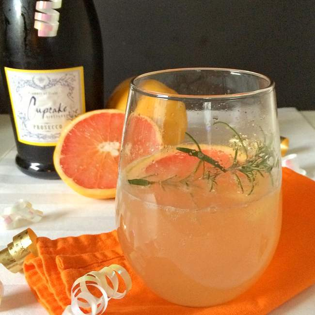 9 Prosecco and Champagne drinks for new year's even including this Grapefruit Prosecco.