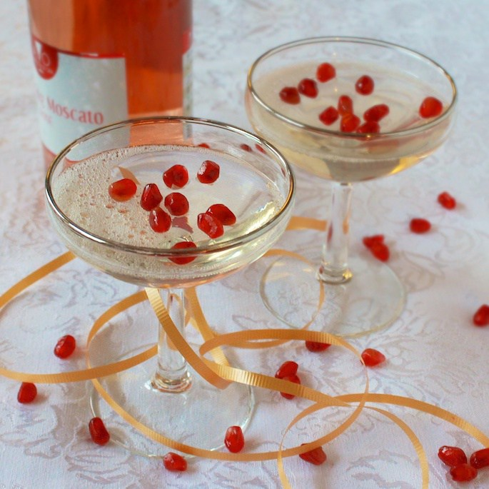9 Prosecco and Champagne drinks for new year's even including Champagne Jello Shots