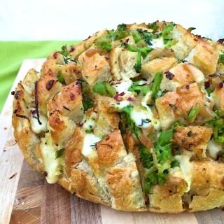 Caramelized Onion Broccoli Pull-Apart Bread @tspbasil