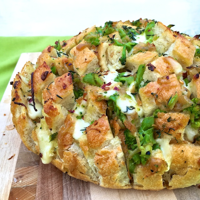 Caramelized Onion Broccoli Pull-Apart Bread @tspbasil