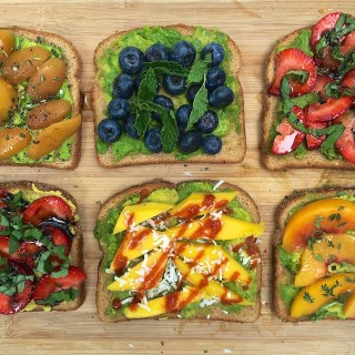 Super easy, colorful appetizers for spring and summer entertaining: Mini Avocado Fruit Toasts @tspbasil