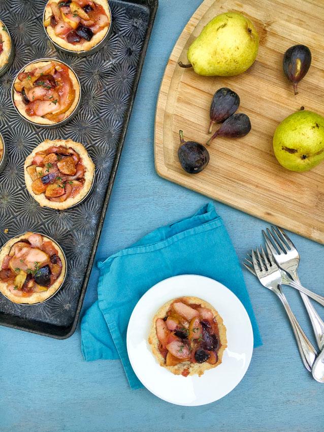 Mini Pear Fig Tarts - Use mason jar lids to make portion sized fruit pies like these mini pear and fig tarts!