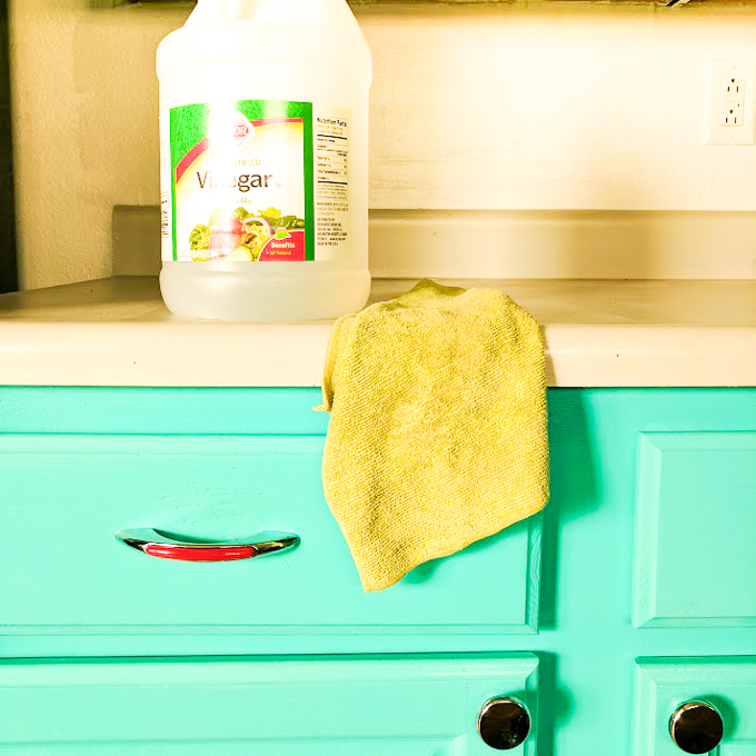 Easy, safe ways to clean - that really work: 3 Really Good Natural Cleaners | @TspCurry #HealthyKitchenHacks