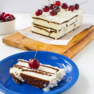 Ice Cream Sandwich Cake with Frozen Yogurt Frosting | @TspCurry