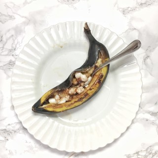 Use your grill to make a quick, better-for-you banana dessert instead of s'mores. Recipe at Teaspoonofspice.com