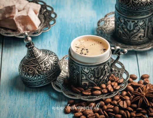 tyrkisk kaffe, spå i kaffe grums, kaffe grums, symbolerne i kaffe grums, kaffe grums symboler, drikkevare fra tyrkiet, opskrift på tyrkisk kaffe, tyrkisk kaffe opskrift