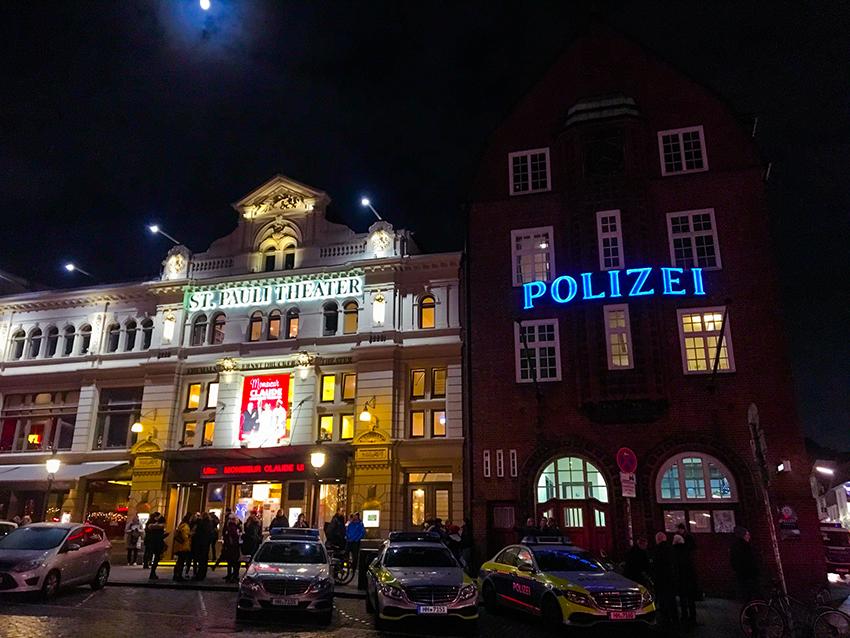 Julemarked i Hamborg, julemarked hamborg, julemarkeder i tyskland, tyskland julemarkeder, julemarkeder i hamborg, hamborg julemarked, jul i hamborg, jul i tyskland, erotisk julemarked, erotisk julemarked i hamborg, frækt julemarked i hamborg, sankt pauli julemarked, julemarked ved sankt pauli hamborg, julemarked ved reeperbahn, erotisk julemarked ved reeperbahn, reeperbahn i hamborg