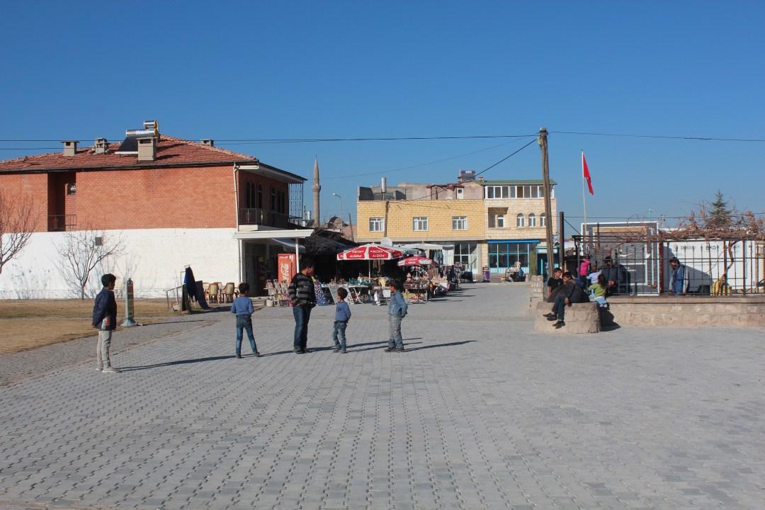 flygrningelejre i tyrkiet, tyrkiske flygtningelejre, flygtningelejre i Cappadocia, syrer i Tyrkiet, oplevelser i Cappadocia, dansk rejseblog, rejseblogger,