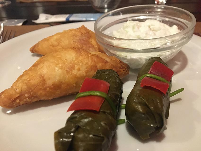 Feta Me Meli, indbagt feta, græske lokalretter, Dolmadakia, fyldte vindrueblade, madguide til grækenland, græsk madguide
